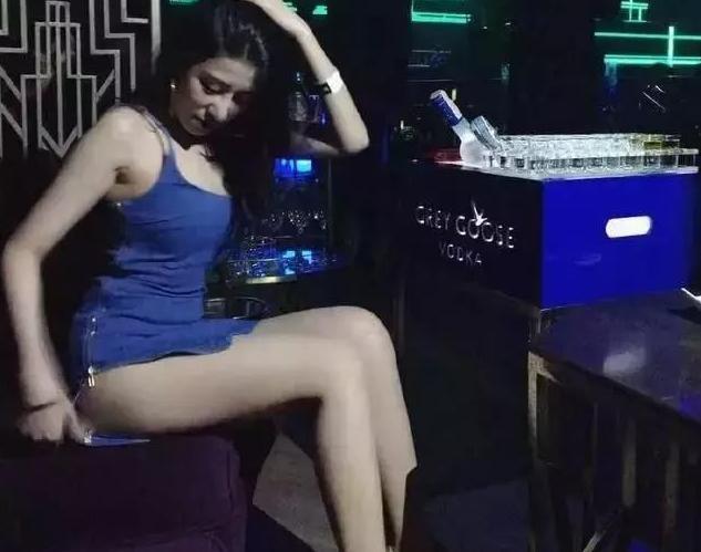 泰国夜店撩妹,撩到的美女可能是人妖哦!