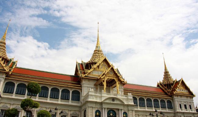 4大必访曼谷河岸景点:曼谷玉佛寺、大皇宫、黎明寺、卧佛寺