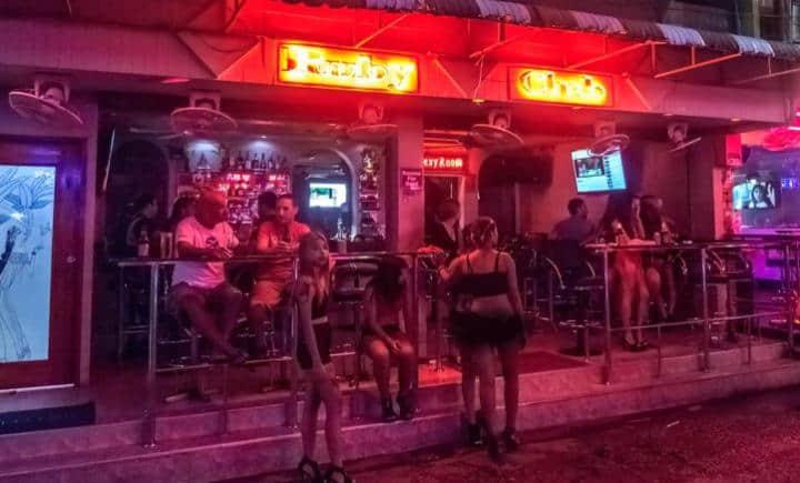 芭提雅快餐一条街Soi 6(Soi Sex),价格比gogobar便宜