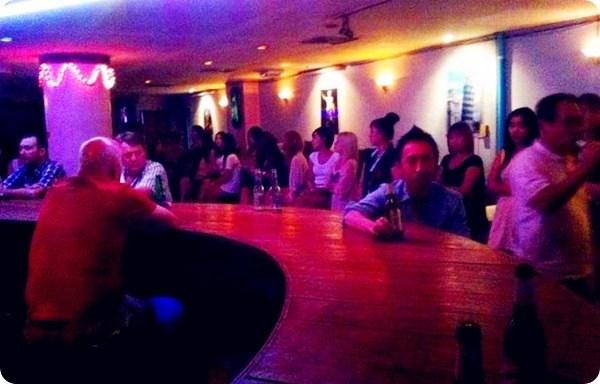 曼谷夜生活名店:蛇美咖啡厅攻略大全,新司机有福了!